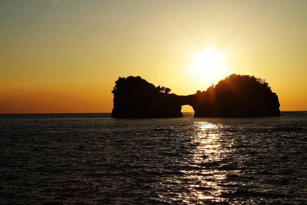 円月島(えんげつとう)