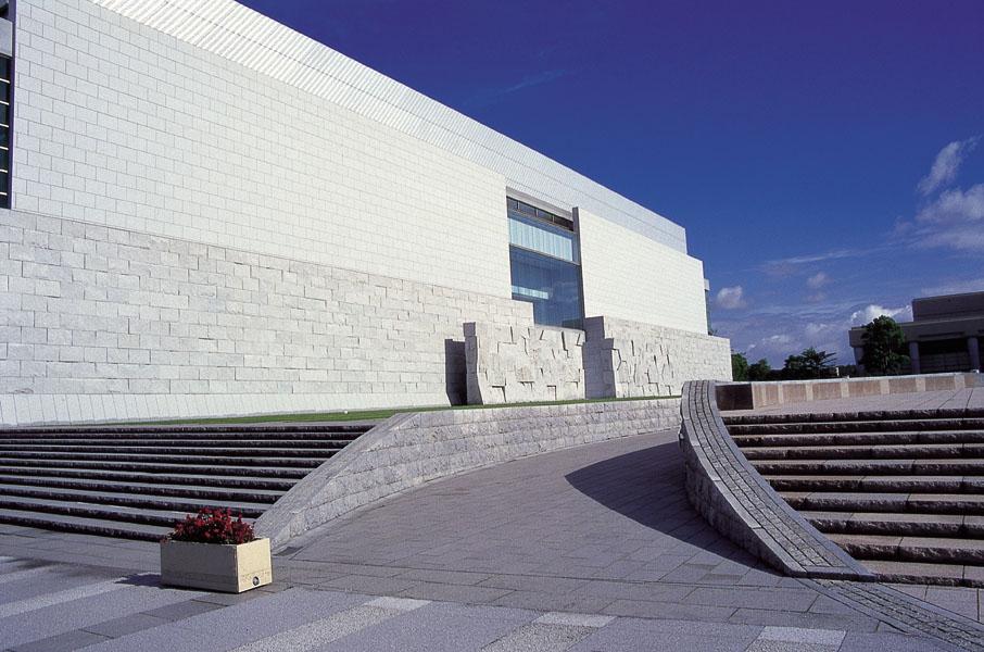 宮崎県立美術館(みやざきけんりつびじゅつかん)