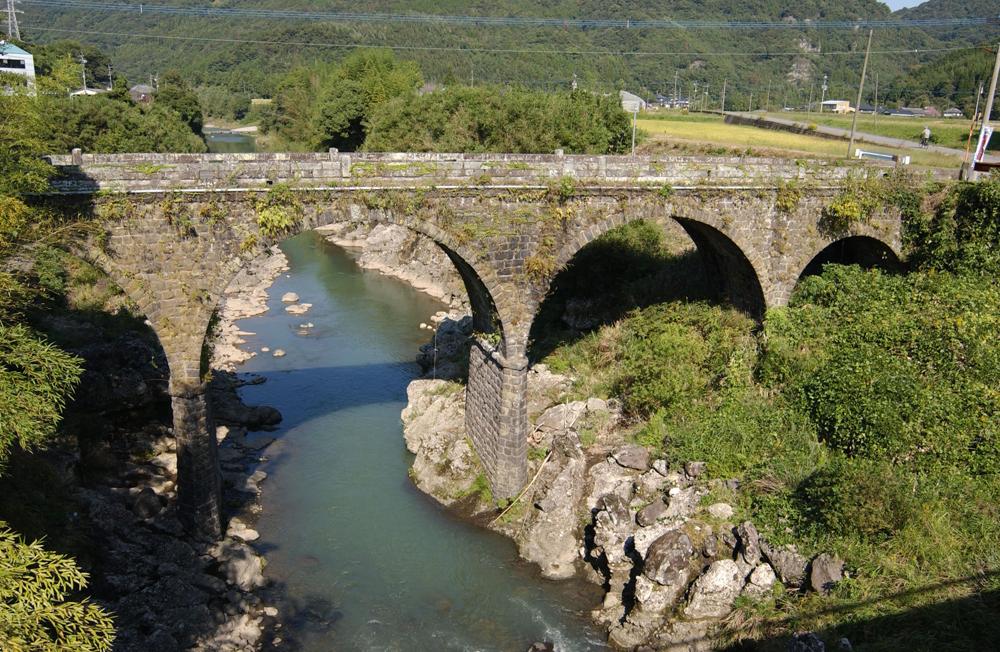院内町の石橋群